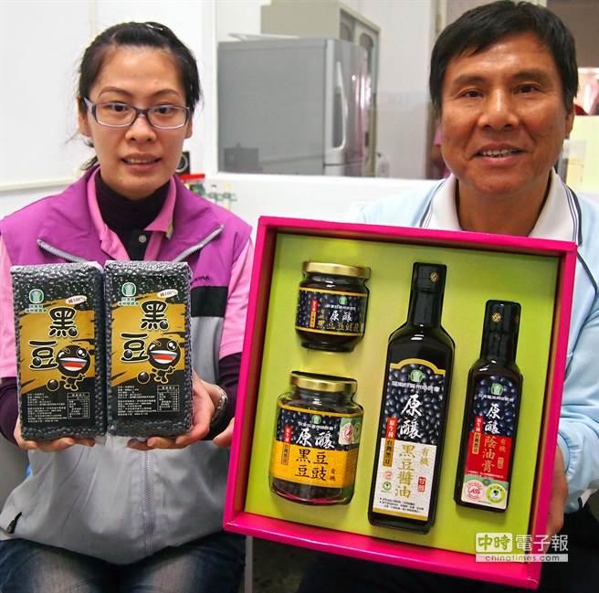 滿州有機黑豆醬油相關產品,已通過認證,一上市就造成搶購熱潮。(潘建志攝)