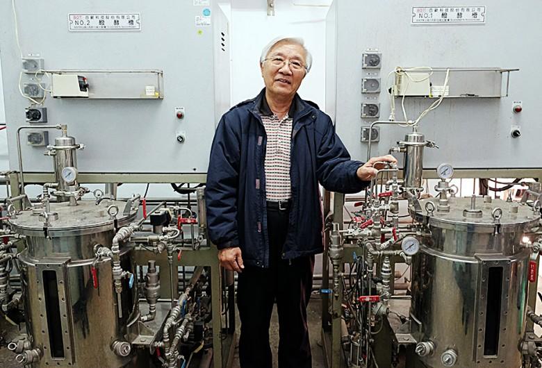 曾德賜教授多年來研發益菌劑的發酵工廠。